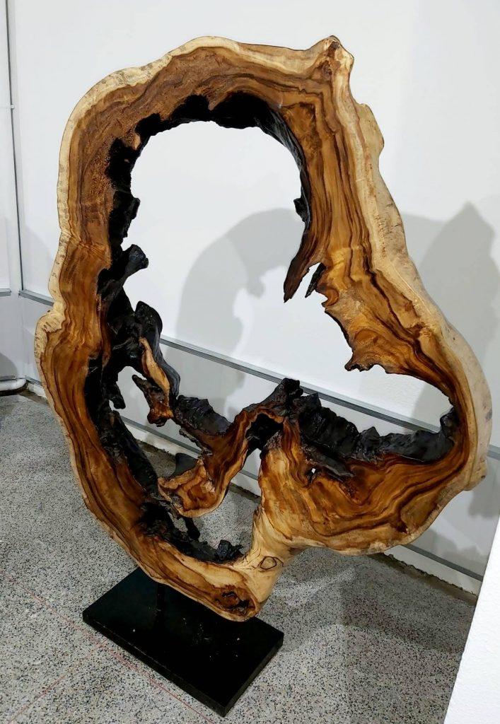 Criamos uma mesa incomum e fora de série !, Papiro Wood